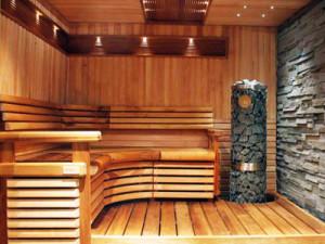 фото: деревянный пол в бани
