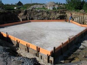 фото: монолитный фундамент под баню