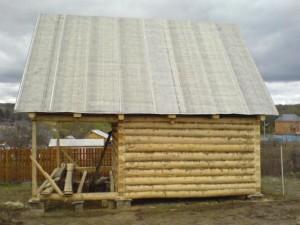 фото: монтаж двускатной крыши