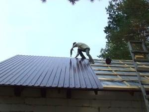 фото: монтаж односкатной крыши