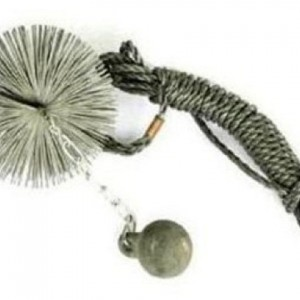 фото: гиря с ершом для очистки трубы