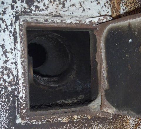 как прочистить трубу в бане железную