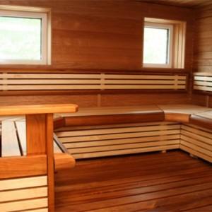 фото: чем покрыть полок в бане