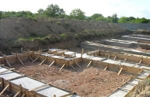 фото: на каком расстоянии от забора можно строить баню