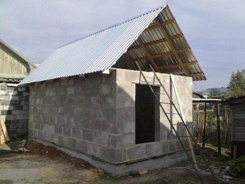 фото: крыша бани простая