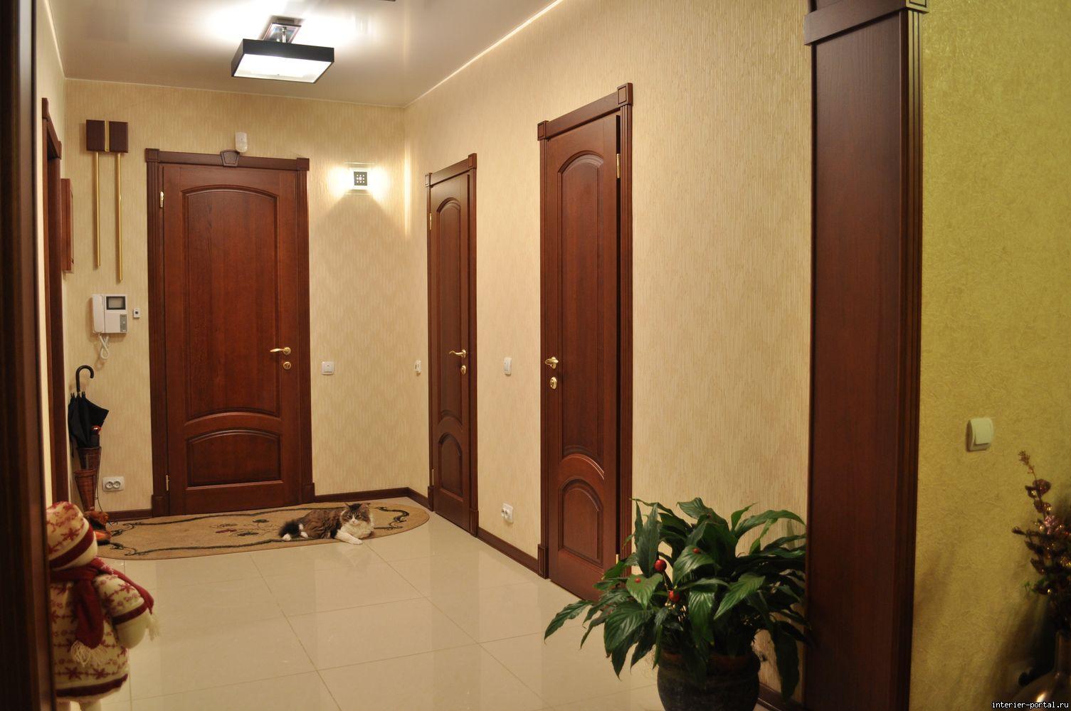 Межкомнатные двери в интерьере прихожей фото.