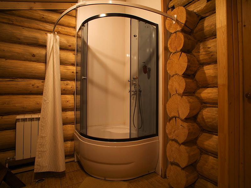 Душевые кабины в деревянном доме