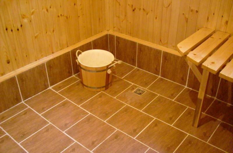 Как положить плитку на пол в бане своими руками
