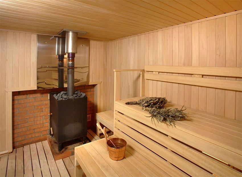 Металлическая печь в бане