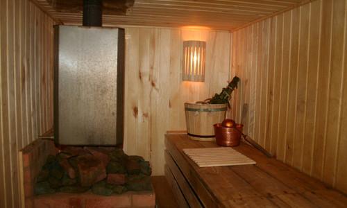 фото: внутреннее обустройство бани в подвале