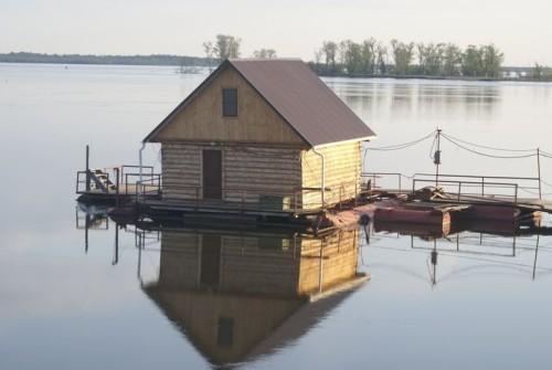 фото: как построить баню на воде