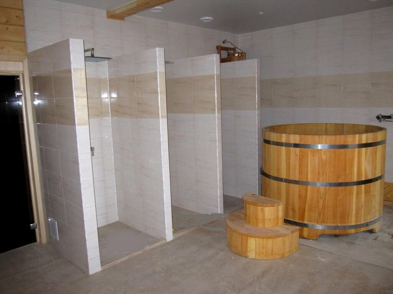 отделка моечной в бане плиткой