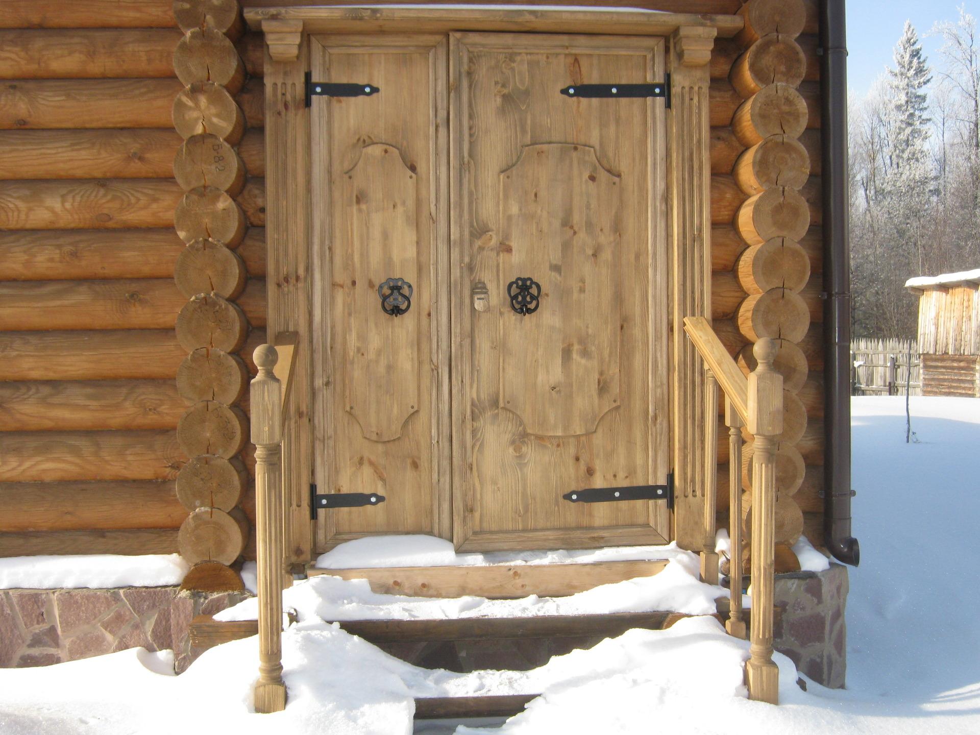 Двери в бане
