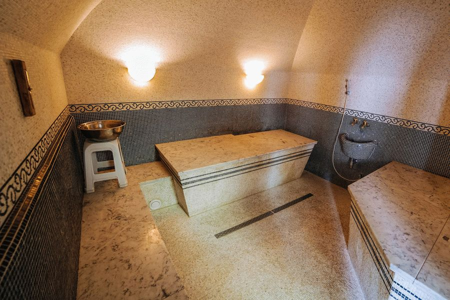 Массажный стол в бане