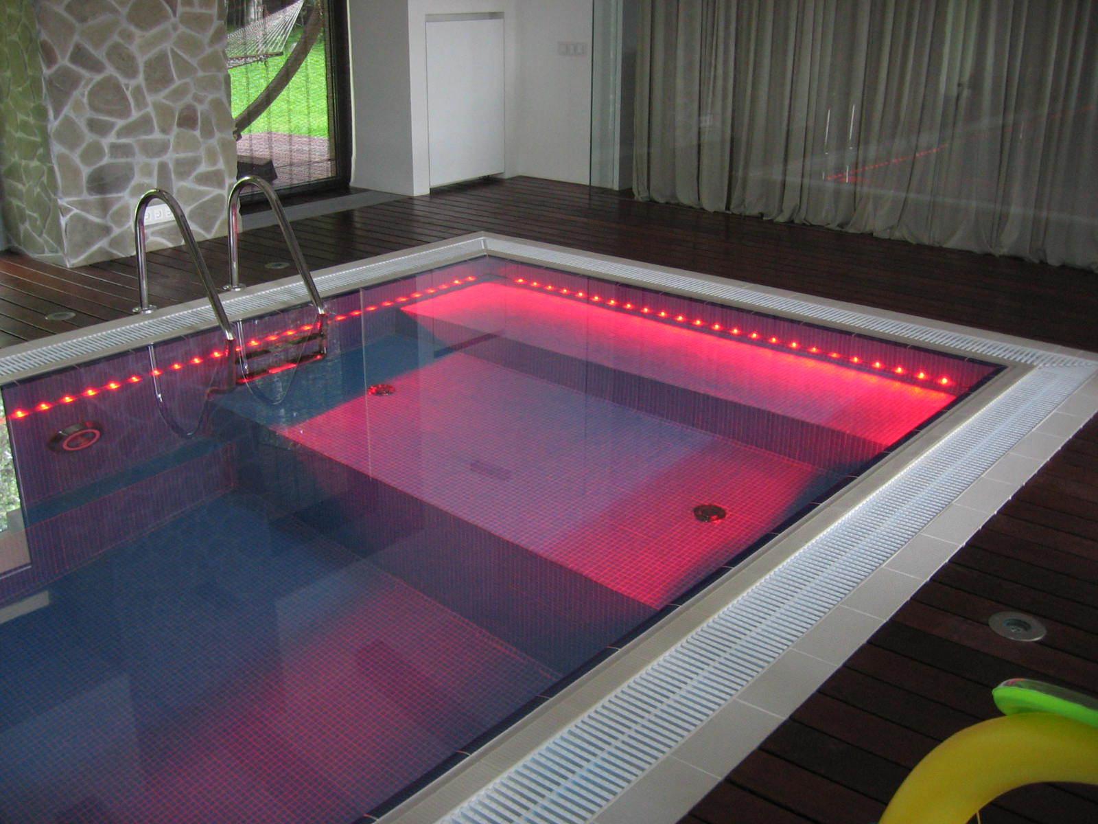 Светодиодное освещение в бассейне в бане