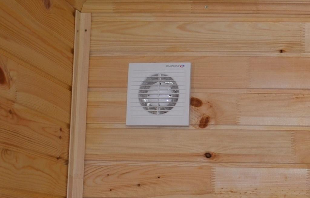Пластиковые вентиляторы в бане для вентиляции
