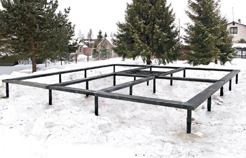 Устанвока свайного фундамента для бани зимой