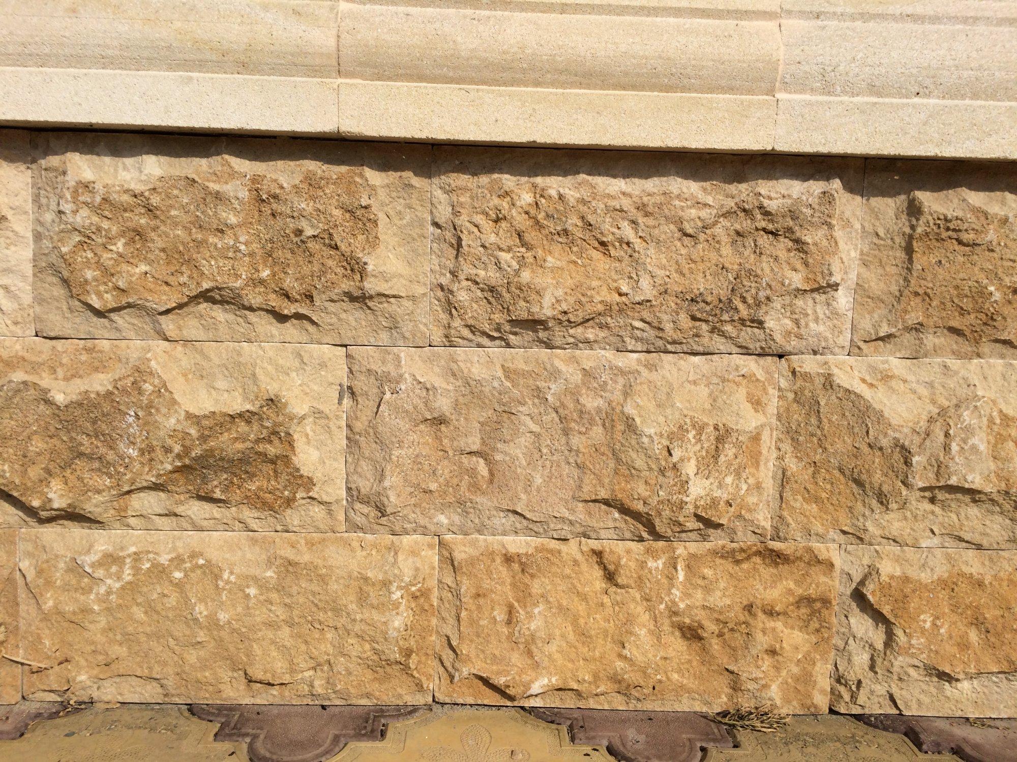 Фактура лицевой поверхности камня