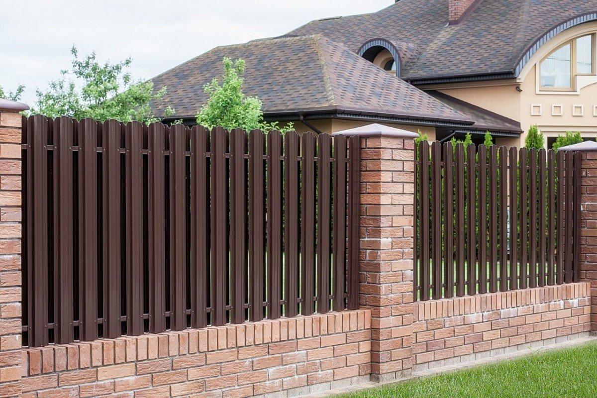 Забор прочный, красивый, долговечный и не дорогой. Какой это?